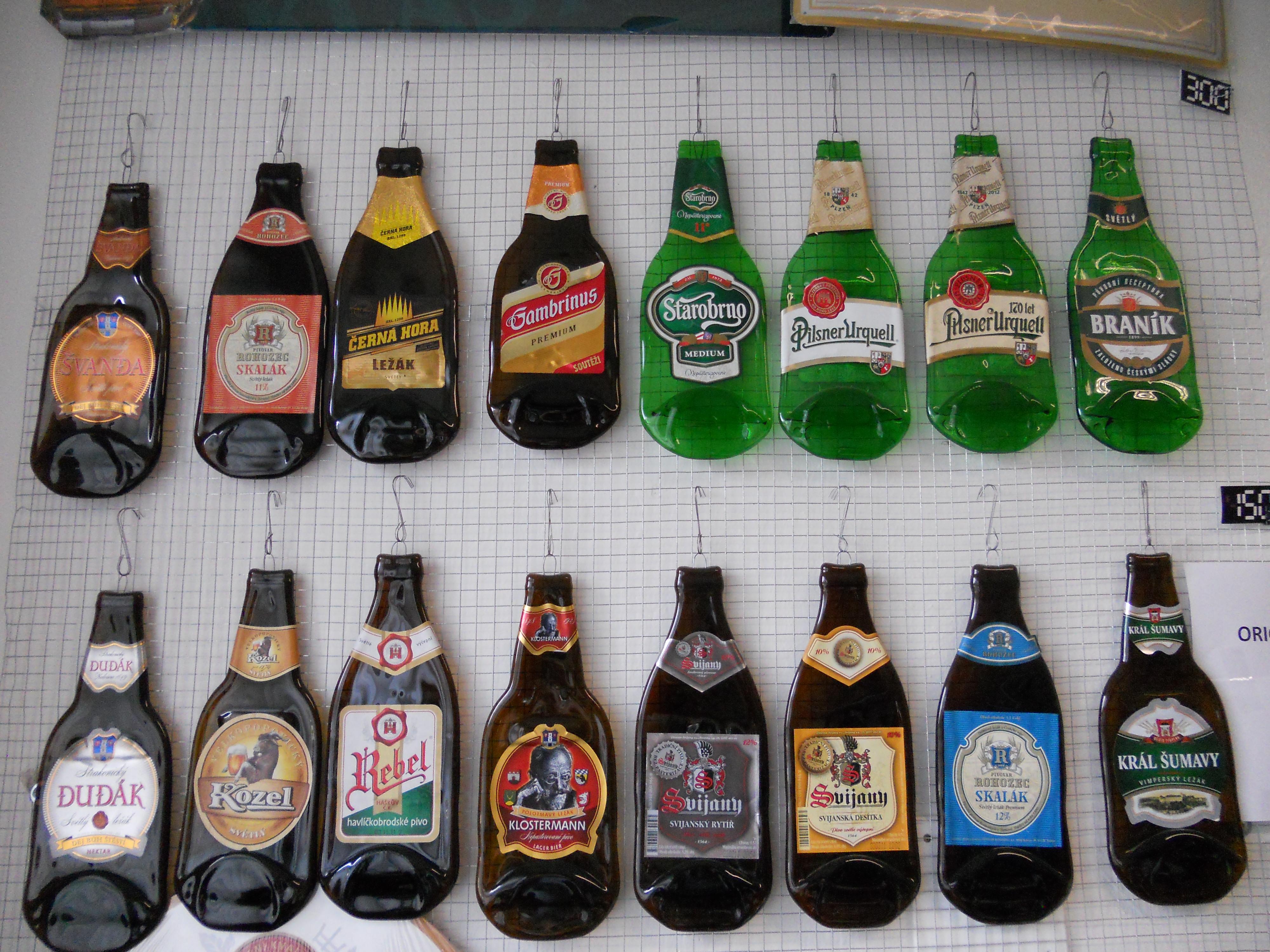 Lisované skleněné pivní láhve